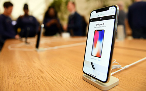 IPhone Xs не зашел. Apple снова начинает производство iPhone X